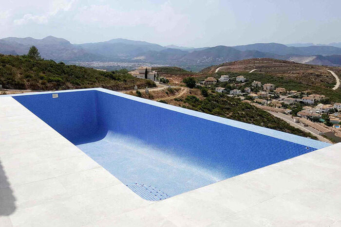 Piscina de obra construida por A&M INFINITY POOLS